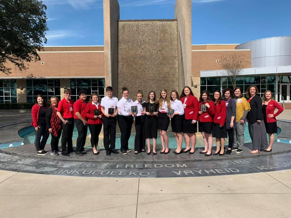 Group picture of GRHS FCCLA students who advanced to state competition